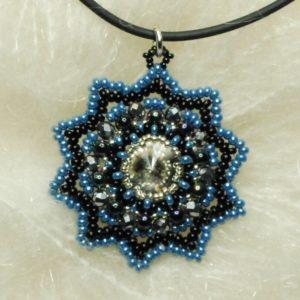 Pendente nero e azzurro con swarovski bianco